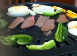 セラコール焼肉プレートに乗せた牛肉