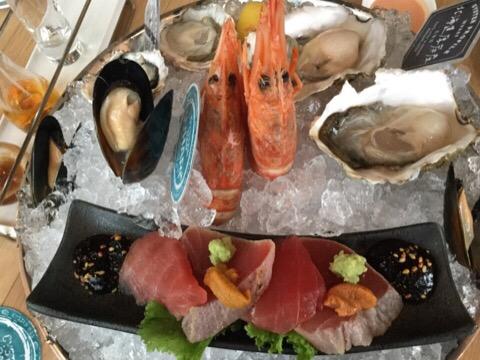 生牡蠣とお刺身の盛り合わせ