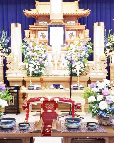 白木の祭壇