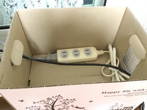 電源タップが入った紙箱