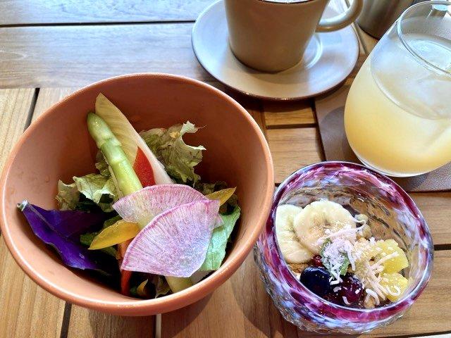THIRD石垣島の朝食サラダとアサイーボウル