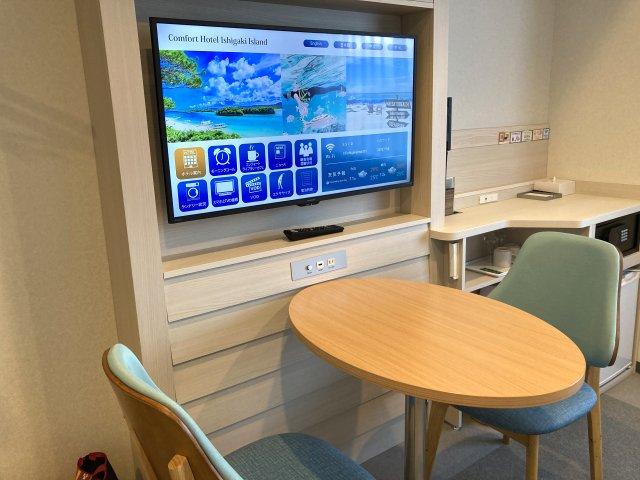 コンフォートホテル石垣島の部屋ソファーコーナー