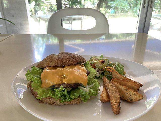 ウリウリカフェのハンバーガー